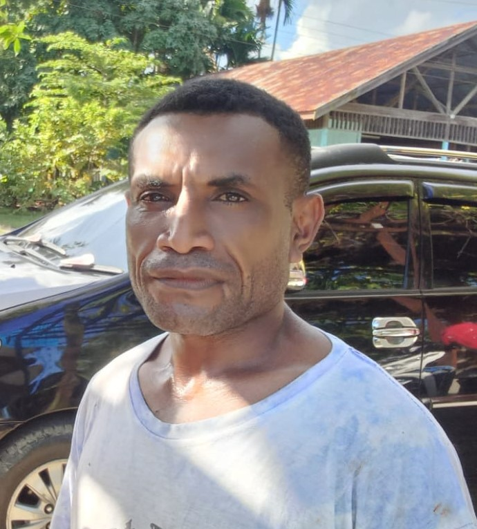 Yunus Mambrasar (Kepala Kampung Warsambin Distrik Teluk Mayalibit, Raja Ampat)